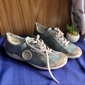 NWOT Remonte Rieker walking shoe